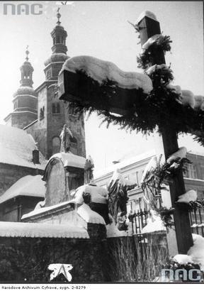 Kościół św. Andrzeja - widok zimą od strony kościoła św. Piotra i Pawła. Listopad 1940