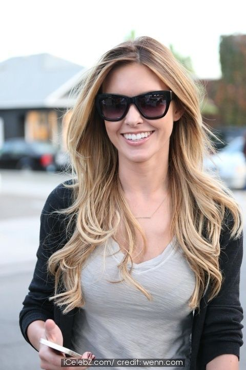 Audrina Patridge looking very cheerful leaving Andy LeCompte salon #Hair http://www.icelebz.com/events/audrina_patridge_looking_very_cheerful_leaving_andy_lecompte_salon/photo4.html