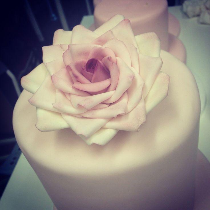 Rose cake to Wedding.