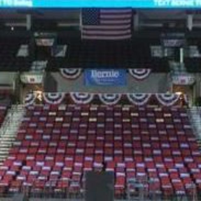 PORTLAND, Ore. -- At least 18,000 people are expected to attend Bernie Sanders' rally at the Moda Center Sunday night.Another 500-800 people are expected outside the event, a Moda Center staff member told KGW.