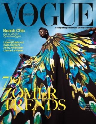 Vogue's julinummer met Kinee Diouf in een jurk van Etro. Fashion editor Marije Goekoop en fotograaf Ishi / Artware Industry.