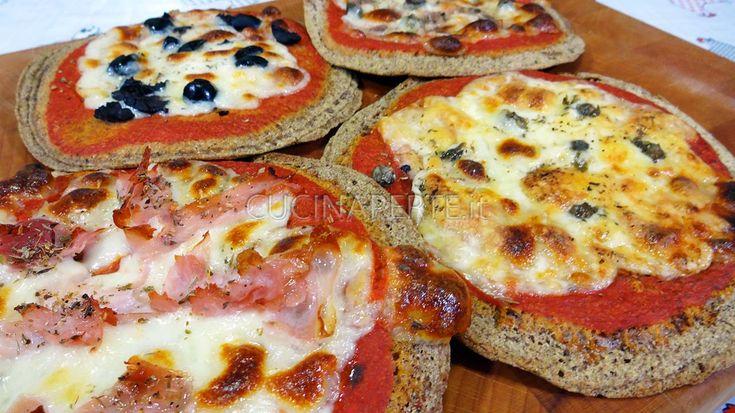 Con la ricetta che vi propongo oggi, vorrei soddisfare i palati dei celiaci (e non) preparando un gustoso pancake pizza da leccarsi i baffi!!!