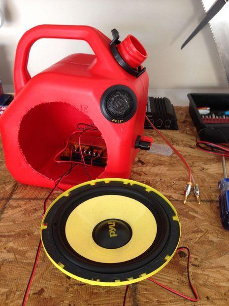 Gas Can Speakers by txje
