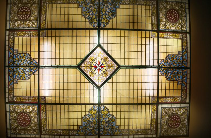 Gebrandschilderd Glas in lood plafond (300x400 cm).    Stained glass Ceiling   Plafondverlichting   Plafonddecoratie   Horeca Interieurbouw   Irish Pub   Engelse pub   Sijf & Dax van Zuilen   Oudewater