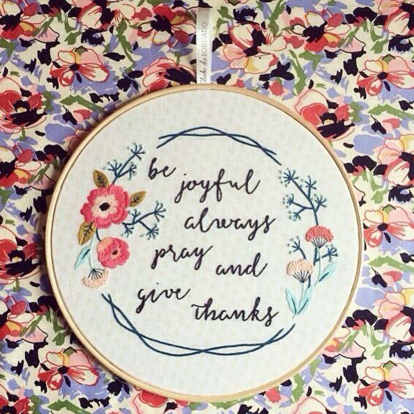 Seja alegre, sempre ore e agradeça {bordado exclusivo feito pela @sunlovefun } #clubedobordado