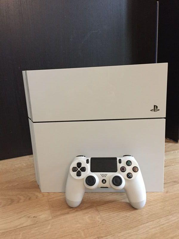 Je mets en location ma console Playstation 4 avec une manette (2e possible) et un câble hdmi.