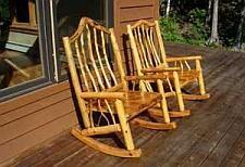 Doe het zelf voorbeelden van rustieke landelijke meubelen van hout uit het bos. Met pen en gat houtverbinding zelf meubels maken van takken en boomstammen.