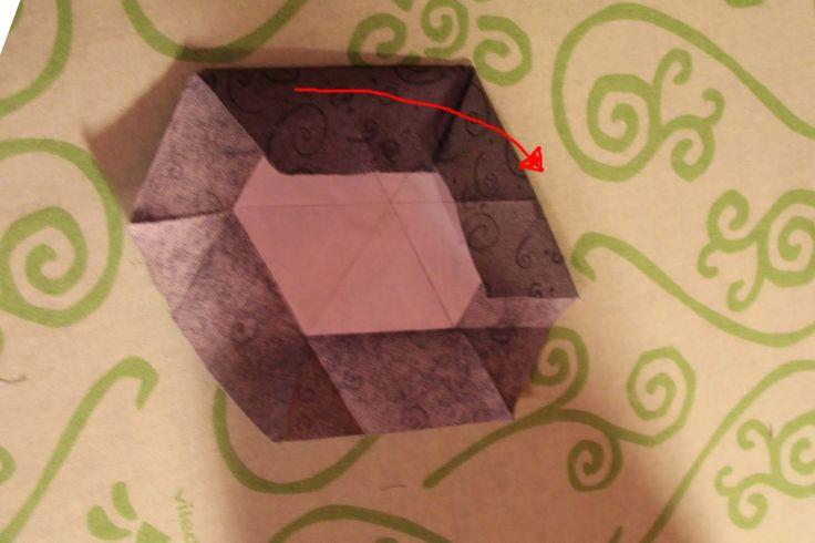 Come promesso  ecco il tutorial per fare gli esagoni con la tecnica atarashii... tutto fatto a mano! Pronte?   Per prima cosa dovete disegna...