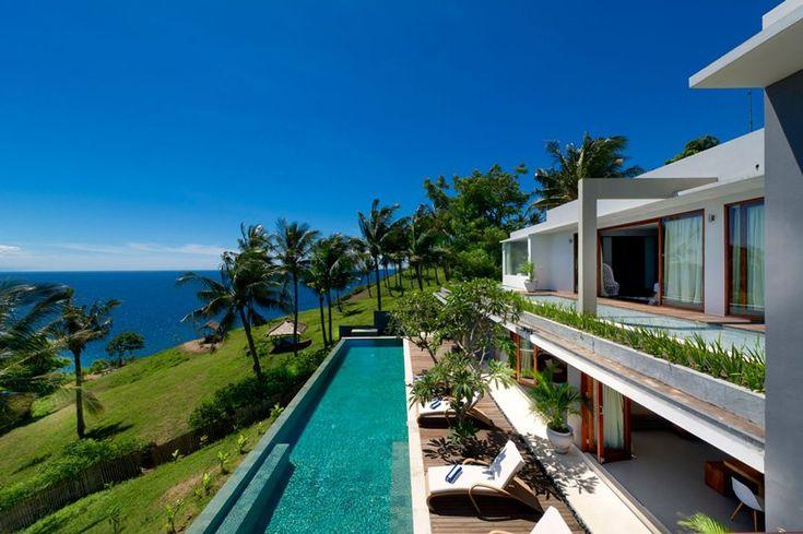 Open walls, leading to the poolside, overlooking the ocean...The best kind of indoor/outdoor love <3