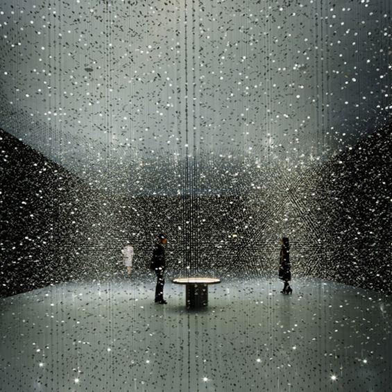 A l'occasion de la Milan Design Week 2016, Tsuyoshi Tane de l'agence parisienne DGT Architects a imaginé pour Citizen une installation immersive en deux espaces explorant l'idée du temps. L'architecte a suspendu des milliers de pièces en métal j...