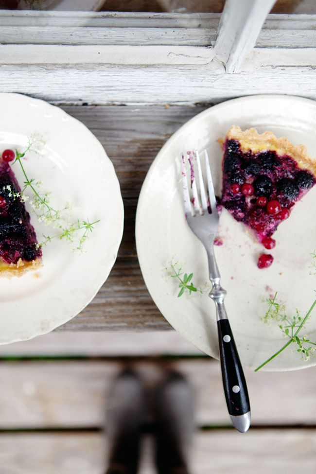 Summer berry and yogurt tart