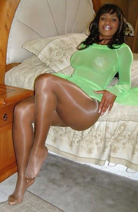 Ebonys wearing pantyhose pictures