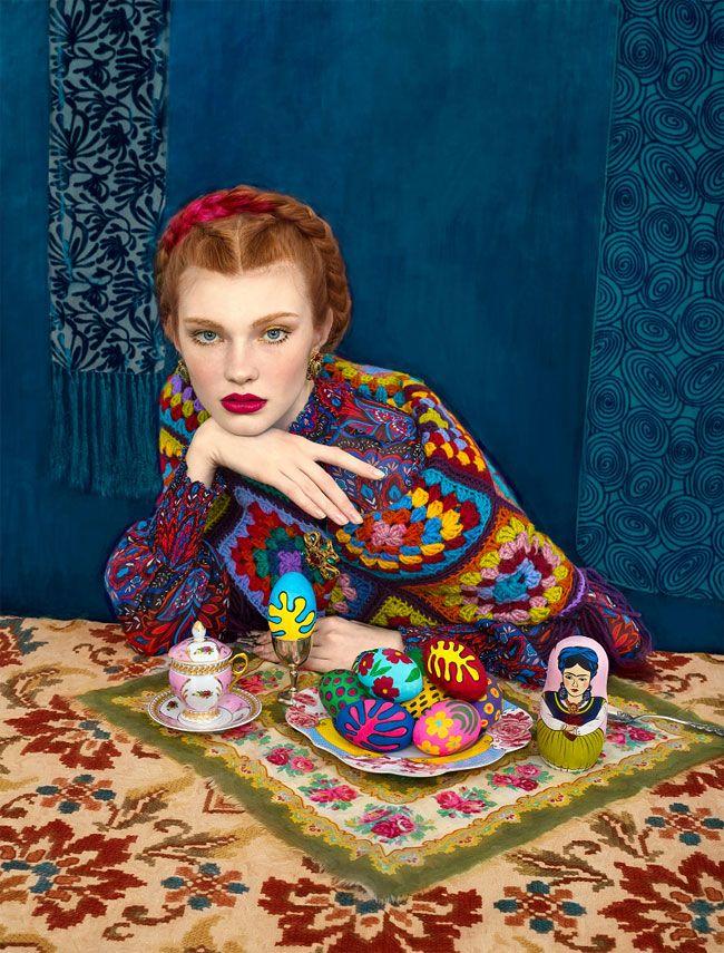 Andrey Yakovlev  y Lili Aleeva Esta pareja creativa, que además son marido y mujer, ha creado una serie de fotografías de modelos vestidas con trajes tradicionales eslavos que enfatizan la belleza y el glamour y componen una colección visualmente intensa. El dúo es experto en la composición de fotografías memorables, llenas de dramatismo y seducción, combinando la alta costura con el tradicionalismo para ofrecer una novedosa perspectiva. www.culturainquieta.com