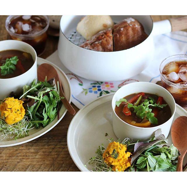 cao_life on Instagram pinned by myThings Good morning:-D ・ ナイナイアンサーで見て、小豆スープのダイエット実践中。 そのスープの副産物で、やわらかくなった小豆ができるので、今朝はカレースープに混ぜてみた。 ホクホクした食感だけが感じられて、なかなかいい! 次はミネストローネに入れてみるか ・ 今日のパンは、コウボパン小さじいちのクルミとチーズのリュスティックと…もう1個、冷凍庫にあった謎のパン… またメモしてなかった この謎のパンがものすごく美味しかったので、メモをしていなかったことを激しく後悔ヽ(´Д`;) あとは、パプリカとウインナーのカレースープ(小豆入り)、昨日の残りのかぼちゃとクリームチーズのサラダ、ベビーリーフ、アイスコーヒー、でした ・ さて、金曜日! いってきまーす!
