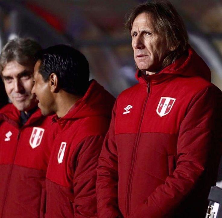 Umbro Peru, FPF, La Seleccion Peruana, Soccer, Futbol, Paolo Guerrero, Peru Gareca, Peru Casacon, Peru Big Team Down Jacket For Sale....Size: Medium