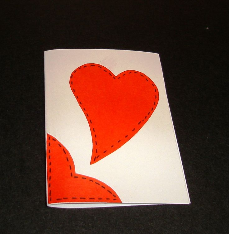 "minifelicitari/ etichete pt cadouri lucrate manual, din carton lucios, cu aplicatii ""cusute"" cu inimioara dimensiune 7,5x5cm"