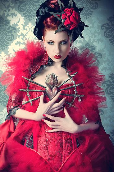 .: Inspiration Outfits, Goth Girls, Blue Fashion, Red Queen, Queen Of Heart, Fashion Portraits, Fashion Photography, Bleeding Heart, Hot Summer