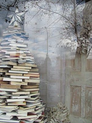 Christmas tree out of books | Xmas decoration . Weihnachtsdekoration . décoration noël | @ apartment therapy |
