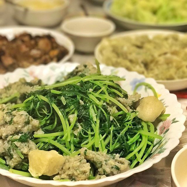 The best meals are made at home with family 💕    Ingredients  💚Chinese spinach  💚home-made dace fish paste with cilantro, green onions, salt & pepper  💚cutlass fish balls  #8020living #loveyourfood #colouryourlife #omega3essentialfattyacids #familylove #moregreens #wholefoods #nourishus #letfoodbethymedicine #balancedlifehappylife #foodlover