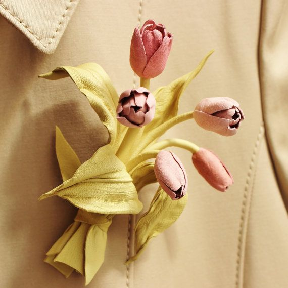 These miniature tulips in shades of pale pink and green make a delicate and at the same time bold piece of leather jewelry which will