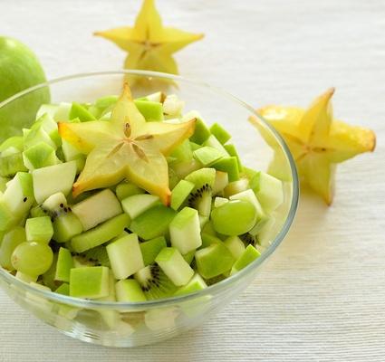 Pyszna i szybka do przygotowania, słodka, owocowa sałatka. Ślicznie wygląda i wyśmienicie smakuje. Serdecznie polecam.