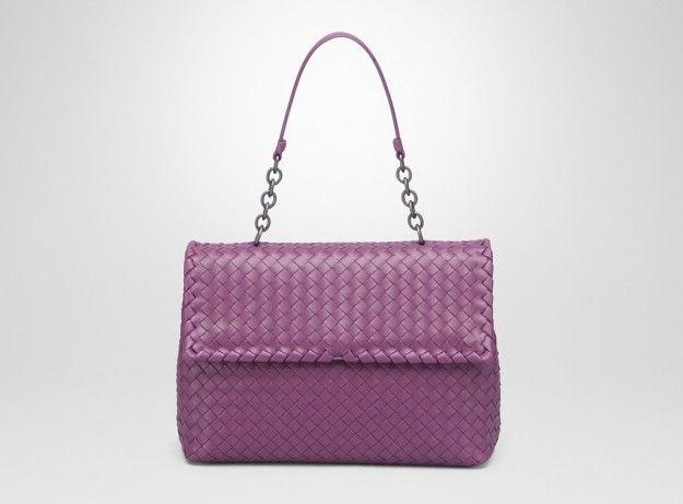 Handbag viola con patta - Dalla collezione di borse Bottega Veneta Primavera/Estate 2015, modello viola con patta frontale