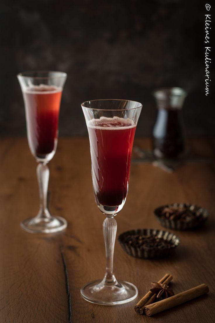 Prosecco mit Glühweinsirup - ein winterlicher Aperitif