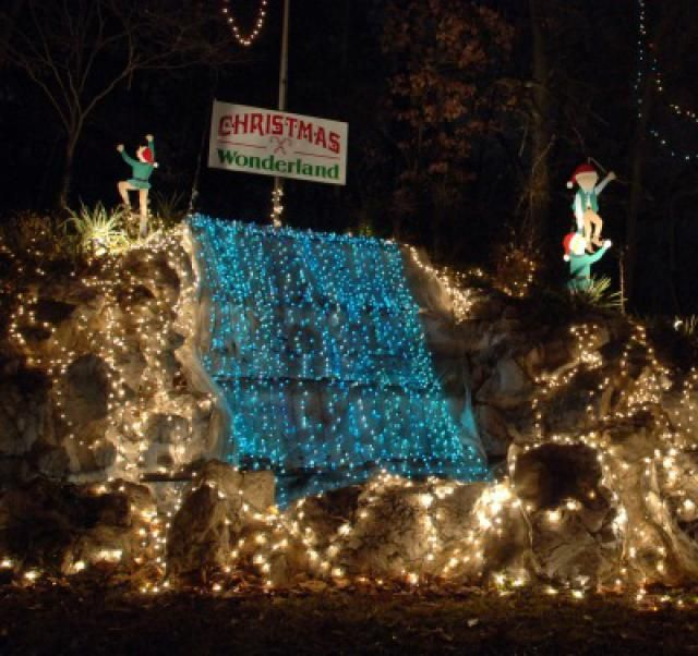 Where to See the Best Christmas Light Displays in St. Louis: Christmas Wonderland - Alton, IL