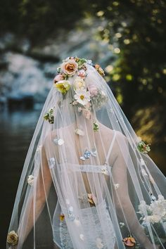 This Flower Veil is Everything!!! I'm not getting married but I need it in my life.. <3<3<3