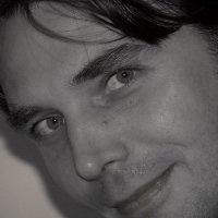 Hans Wessel - SocialMediaStrateeg. Als Social Media Strateeg helpt Hans dagelijks klanten met vraagstukken op het gebied van nieuwe marketing en coacht hij regelmatig bij onze masterclasses. Al meer dan 15 jaar houdt hij zich bezig met online marketing en communicatie. Hij heeft gewerkt bij diverse internationale ondernemingen, zoals LG en KLM. De vraag ' What's in it for the customer' vormt altijd het uitgangspunt voor Hans. Hij is dol op gadgets. Daarnaast houdt hij van zeilen en…