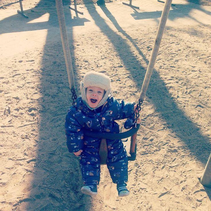 """Polubienia: 16, komentarze: 2 – Estera Zoc-Firlik (@firliki) na Instagramie: """"Bo kto nie lubi się huśtać ;-) #fun #playtime #happy #smile #swing #sunnyday #springiscoming…"""""""