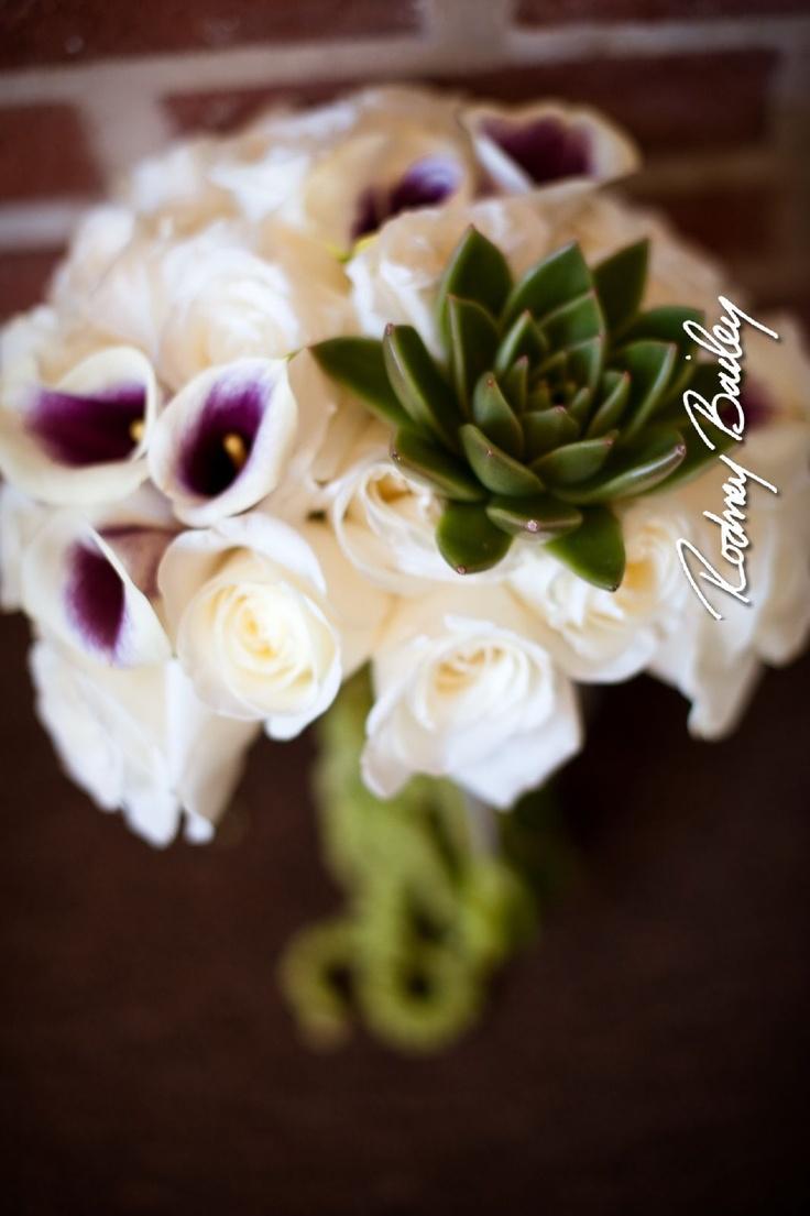 Succulent bouquet, love the contrast!
