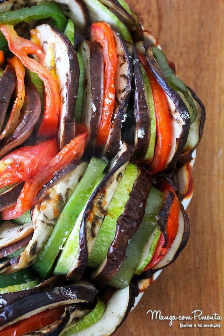 Ratatouille {Receita Francesa e Vegetariana}. Para ver a receita, clique na imagem para ir ao Manga com Pimenta.