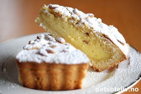 """Første gang jeg smakte """"Torta della nonna"""" (som betyr """"Bestemors kake"""" på italiensk) satt jeg på en kafé i Milano. Det var i november, og jeg husker at det pøsregnet utendørs. Jeg gledet meg stort til å endelig få smake denne berømte kaken. Alle høye forventninger ble innfridd! Kaken var så god at jeg satt og smilte for meg selv, og jeg ble sittende på denne kaféen leeenge ... Det finnes sikkert like mange oppskrifter på """"Torta della nonna"""" som det finnes bestemødre i Toscana, men denne…"""