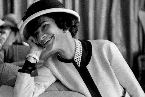 Вижте 40 ценни съвета от модната икона Коко Шанел, които ще променят начина, по който виждате жените, модата и стила. 40 съвета за красота и стил от Коко Шанел