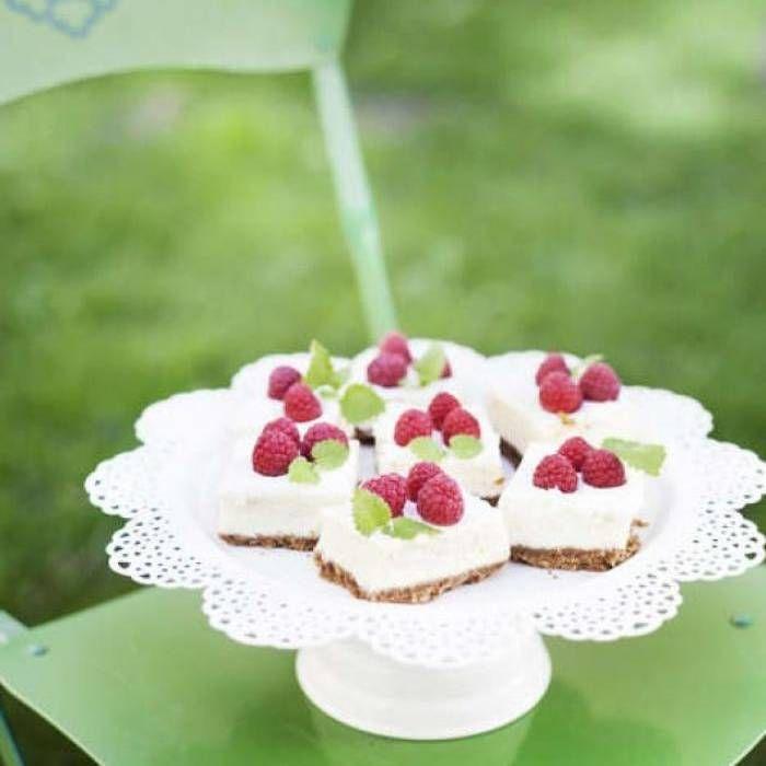 Cheesecake med fläder och hallon