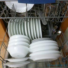 De vaatwasser wordt vaak vergeten bij het schoonmaken van de keuken. Maar bedenk eens wat voedselresten en vies water kunnen doen. Gebruik deze simpele stap