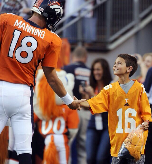 "What an awesome picture!! Peyton showing his ""awesome"""