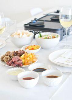 Aziatisch gourmetten o.a. indonesische gehaktballetjes en beef teriyaki. - Uit Pauline's Keuken