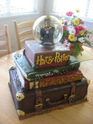Harry Potter birthday cake...ok I want this for my bday. Who wants to bake it for me?!