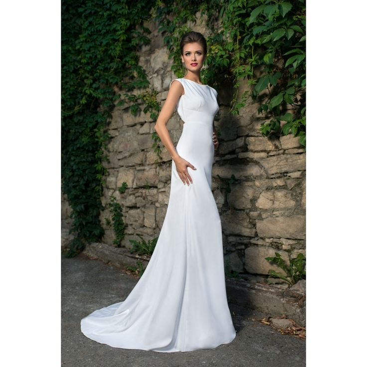 Luxusné dlhé jednoduché svadobné šaty s holým chrbtom a vlečkou