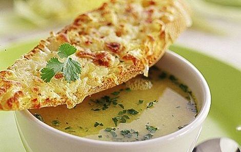 Majssuppe med chili og ostebrød En hyggesuppe til sensommeren når majsen er på sit højeste og vejret måske begynder at køle lidt ned!