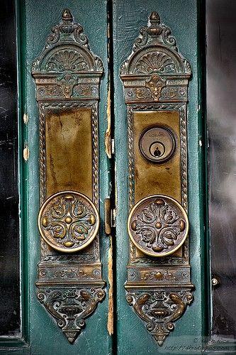 Love these antique door handles painted teal!