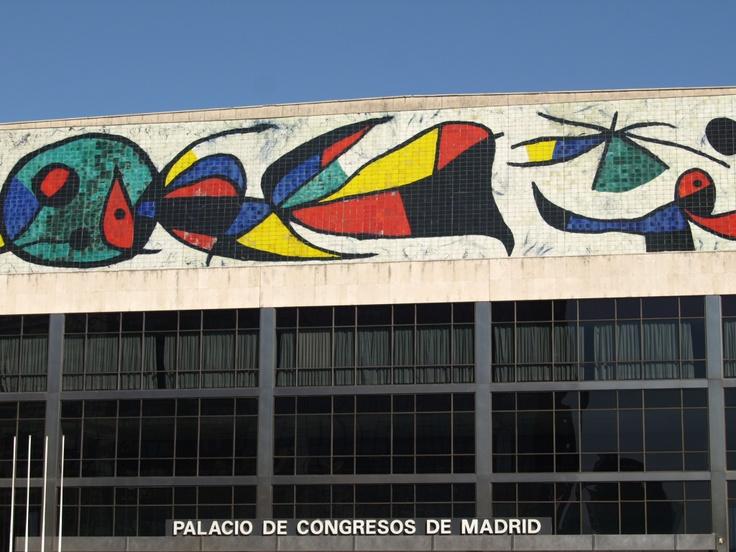 Mural del Palacio de Congresos de Madrid; Madrid, Espana. Artista: Joan Miro.
