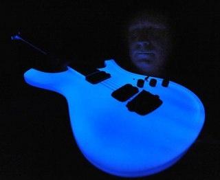 Gitara - un instrumento musical de cuerda, uno de los más populares en el mundo. www.acmelight.la