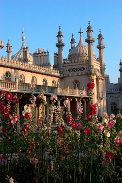 The royal pavillion Brighton (I gave my mum a print of a watercolour of this spot - flowers and all!)