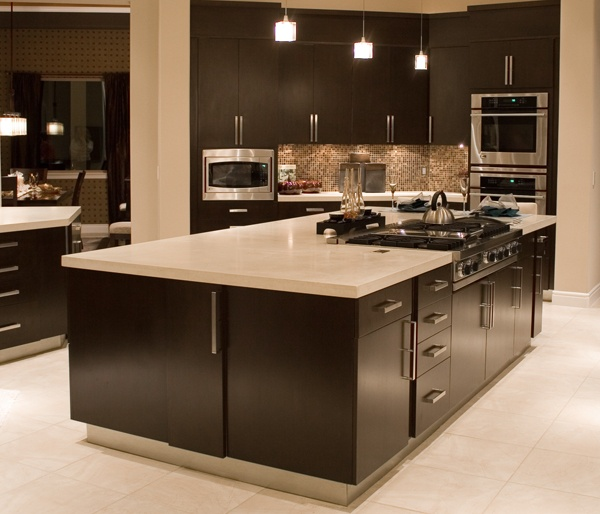 Gentil Alder Wood :: Alpha (slab) Doors :: Island #kitchen #cabinets