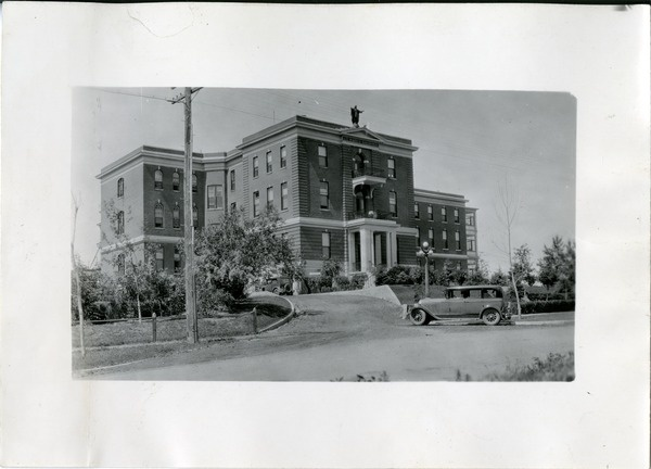 View of Old Saint Paul's hospital, Saskatoon | saskhistoryonline.ca