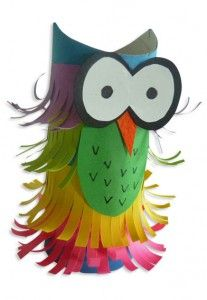 Vytvořte si s dětmi tuto krásně barevnou sovu. A ptáte se z čeho je? Z ruličky od toaletního papíru :)