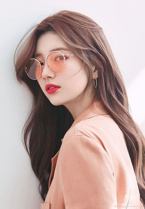 Bae Suzy Natural Wavy Hair Style For 2020 In 2020 Girl With Sunglasses Bae Suzy Miss A Suzy